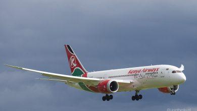 Photo of 'Toestel Kenya Airways vertrekt met grondtechnicus nog aan boord'