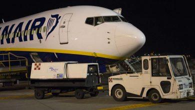 Photo of Ryanair-toestel beschadigd door botsing voertuig | Video