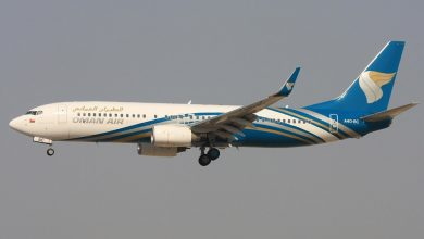Photo of Hagelstorm blaast Oman Air 737 van plaats | Video
