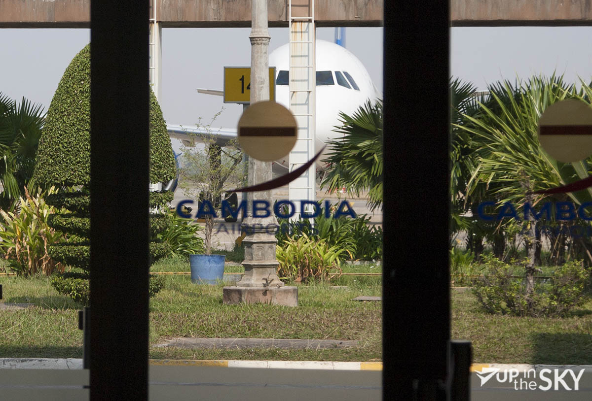 Cambodia Airports met A320