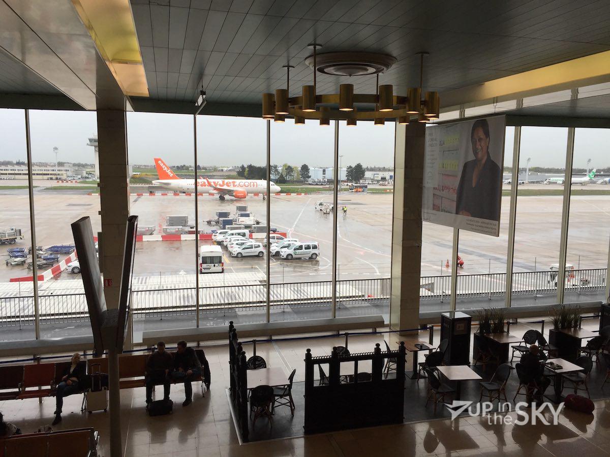 Hal_Orly_easyJet_A319_Terminal-1