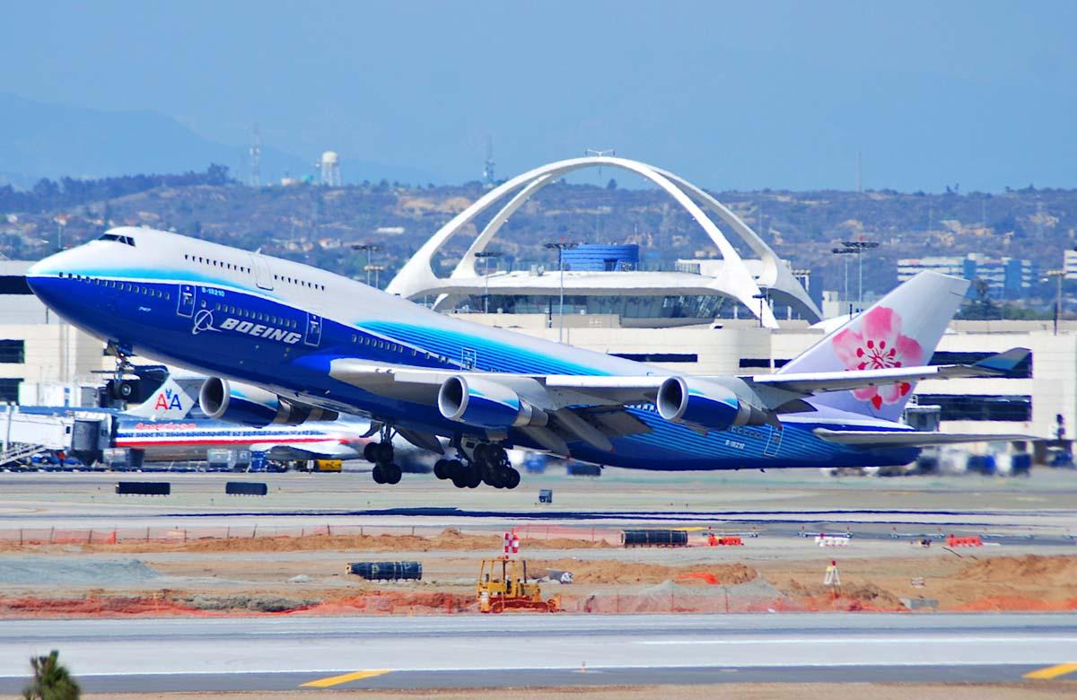 De Boeing 747-400 in kleuren van Boeing en China Airlines (c) Aero Icarus