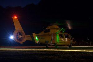 Kustwacht SA.365 Dauphin 's nachts op Terschelling © Leonard van den Broek