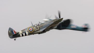 Photo of Spitfires voor filmopnamen boven het IJsselmeer