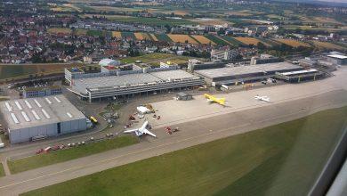 Photo of Boeing 737 naast de baan op Stuttgart Airport