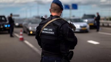Photo of KMar arresteert 10 mensen logistiek bedrijf op Schiphol
