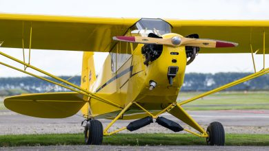 Photo of Piloot klimt tijdens de vlucht naar buiten om motor te starten | Video