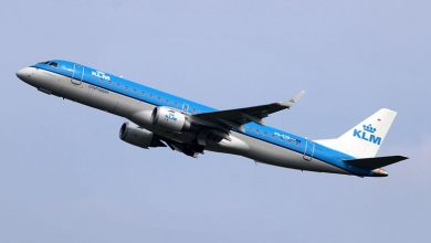 Photo of Vliegtuigtrap botst tegen vleugel KLM-toestel – foto