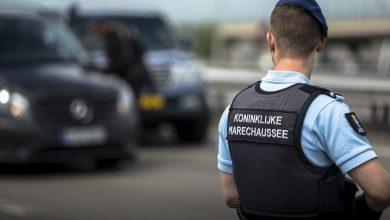 Photo of KMAR verdenkt Schipholmedewerkers van drugssmokkel