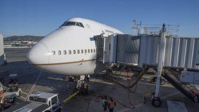 Photo of Man vraagt vrouw ten huwelijk op laatste B747-vlucht