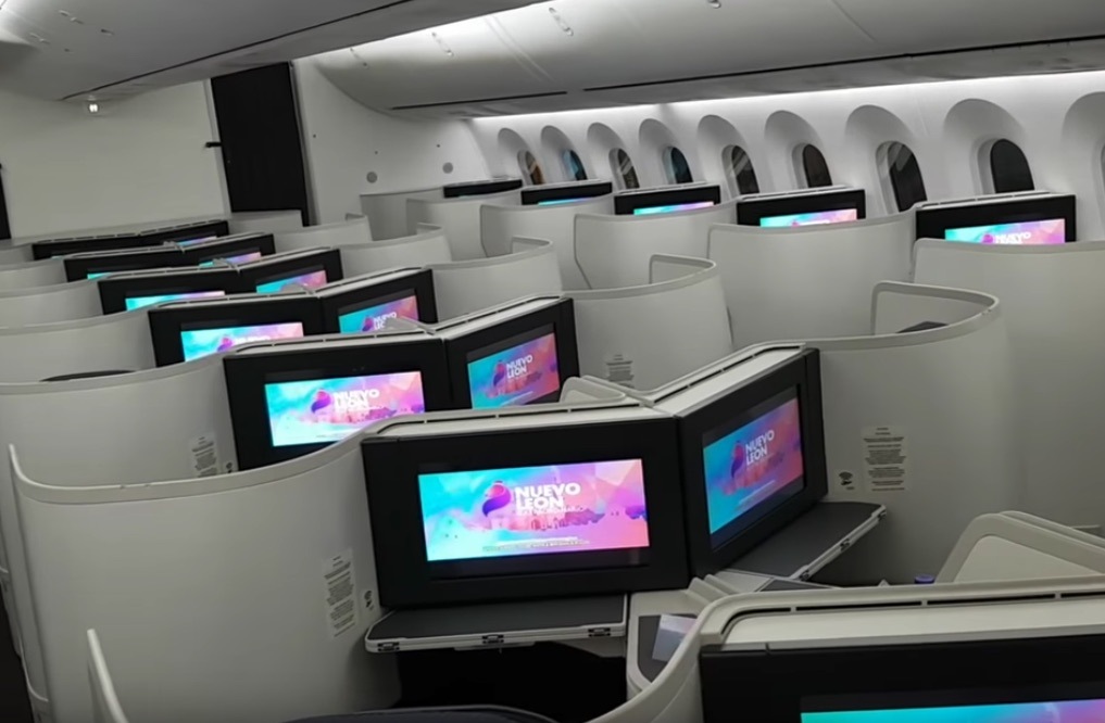 Flight review aeromexico 787 9 business video up in for Migliori cabine business class 2017