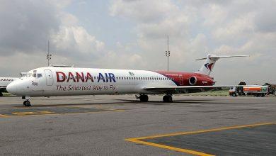 Photo of Deur valt uit vliegtuig Afrikaanse airline bij landing