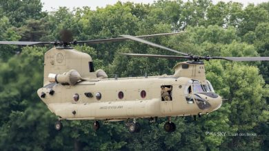 Photo of Amerikaanse eenheid met tientallen helikopters via Rotterdam naar huis