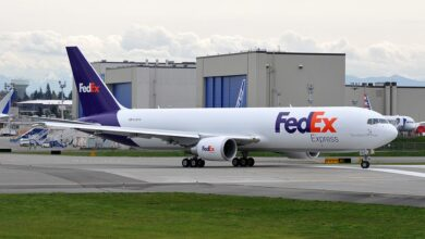 Photo of FedEx 767 landt met deels ingeklapt landingsgestel
