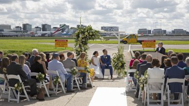 Photo of Tortelduifjes trouwen op Schiphol | Video
