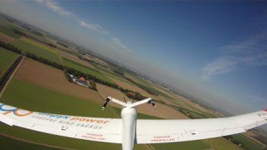 Photo of Door vliegtuig opgewekte groene stroom stap dichterbij