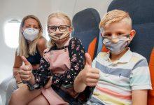 Photo of EasyJet komt met 'vrolijke covers' voor mondkapjes voor kinderen