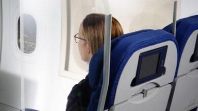 Photo of Glazen schermen tussen stoelen mogelijke oplossing voor vliegen met grote groepen