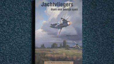 Photo of Jachtvliegers doen een boekje open | boek