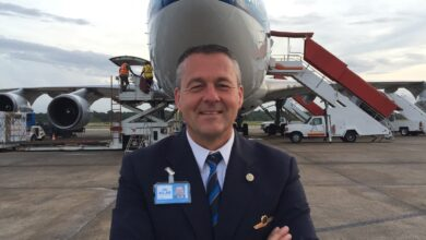 Photo of KLM-captain Hans Hollink over de 747 vs de Yak52 | Goof en Goot